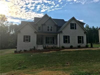 Kernersville Single Family Home For Sale: 200 Celo Knob Trail