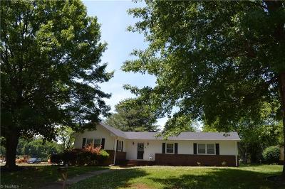 Greensboro Single Family Home For Sale: 5110 Ellenwood Drive