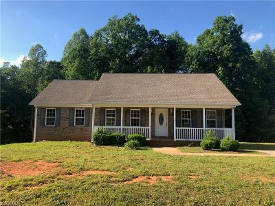 Randleman Single Family Home For Sale: 795 Old Castle Drive