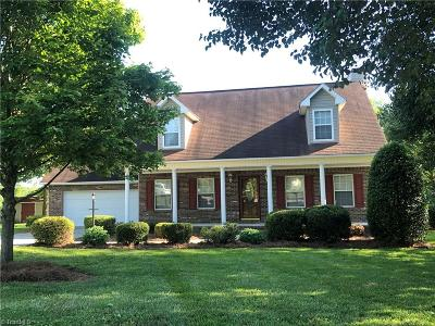 Davie County Single Family Home For Sale: 132 Somerset Court