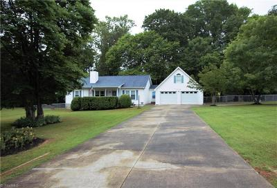 Alamance County Single Family Home For Sale: 2574 White Pine Drive