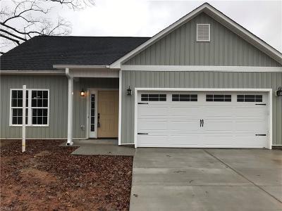 Winston Salem Single Family Home For Sale: 3909 Robinhood Road