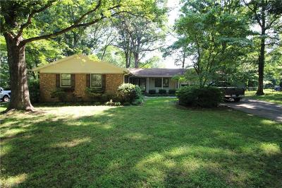 Guilford County Single Family Home For Sale: 207 Amberwood Drive