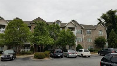 Greensboro Condo/Townhouse For Sale: 7102 Friendly Avenue