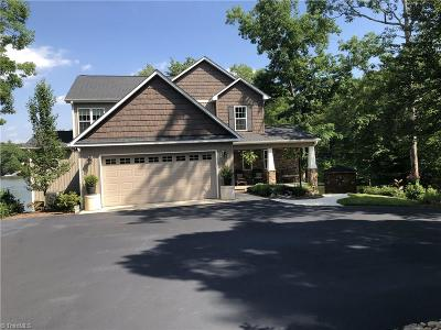 Davidson County Single Family Home For Sale: 450 Cliffview Drive