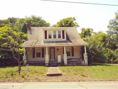 Single Family Home For Sale: 307 Main Street