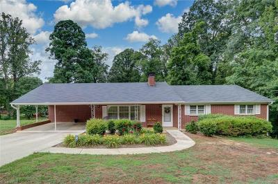 Winston Salem Single Family Home For Sale: 5560 Club Knoll Road