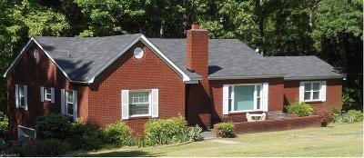 High Point Single Family Home For Sale: 4044 Wallburg High Point Road