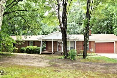 Kernersville Single Family Home For Sale: 225 Linville Springs Road