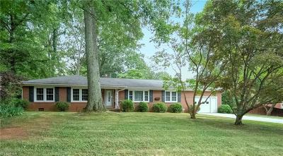 Lexington Single Family Home For Sale: 305 Oakwood Drive