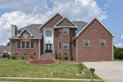 Alamance County Single Family Home For Sale: 1116 Castle Drive