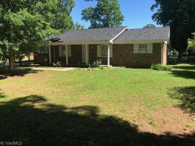 Rockingham County Single Family Home For Sale: 224 Stadium Drive E