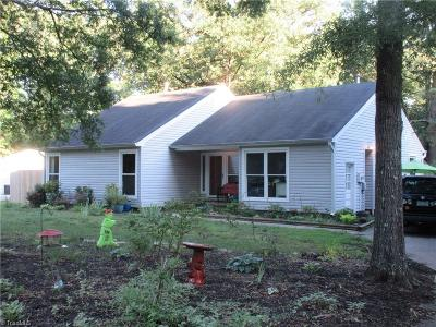 Greensboro Single Family Home For Sale: 4 Old Farm Court