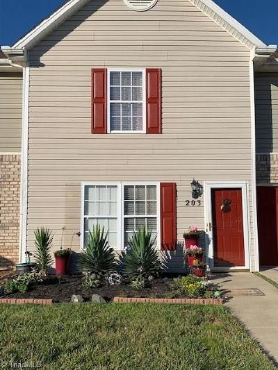 Kernersville Condo/Townhouse For Sale: 203 Chestnut Chase Trail