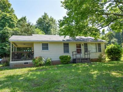 Forsyth County Single Family Home For Sale: 5137 Cherry Street