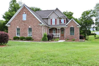 Whitsett Single Family Home For Sale: 6702 Breeze Pointe Drive