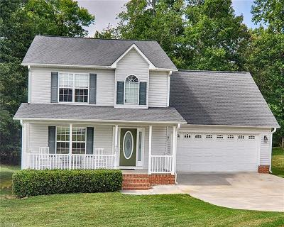 Randleman Single Family Home For Sale: 4203 Majestic Oaks Drive
