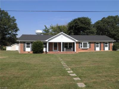 Burlington Single Family Home For Sale: 1305 Berkshire Road
