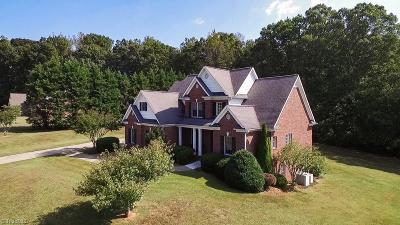 Mocksville Single Family Home For Sale: 201 Meadow Ridge Drive