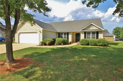 High Point Single Family Home For Sale: 3687 Wood Cove Drive