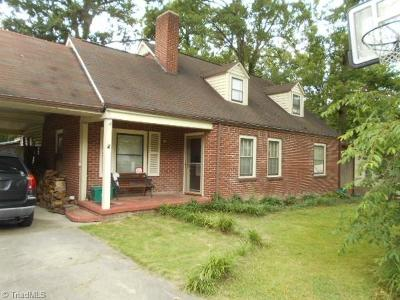 Davidson County Single Family Home For Sale: 208 Moore Street