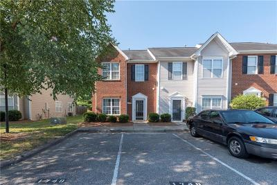 Winston Salem Condo/Townhouse For Sale: 1748 Olivers Crossing Circle