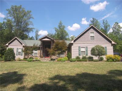 Mocksville Single Family Home For Sale: 220 Timber Trails Lane