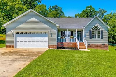 Randleman Single Family Home For Sale: 4231 Oak Leaf Place