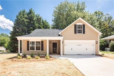 Greensboro Single Family Home For Sale: 5801 Woodcliff Drive