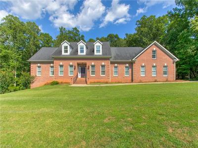 Guilford County Single Family Home For Sale: 7514 Oak Valley Lane