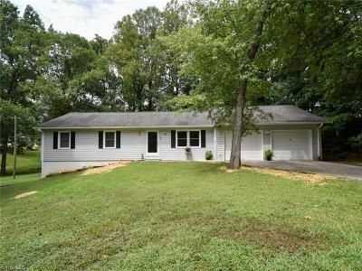 Clemmons Single Family Home For Sale: 322 Lyons Drive