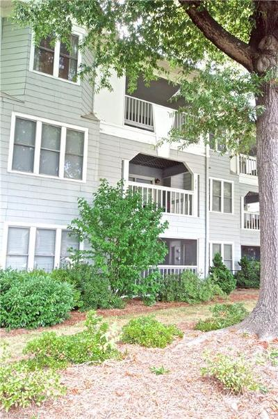 Forsyth County Condo/Townhouse For Sale: 241 Oakwood Court