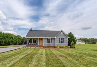 McLeansville Single Family Home For Sale: 7106 Windbreak Road