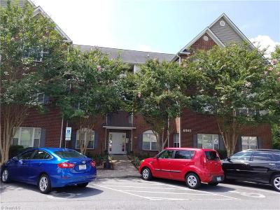 Clemmons Condo/Townhouse For Sale: 6941 Hanesbrook Circle #202