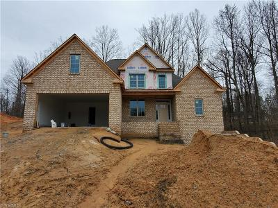 Winston Salem Single Family Home For Sale: 240 Pipers Ridge East