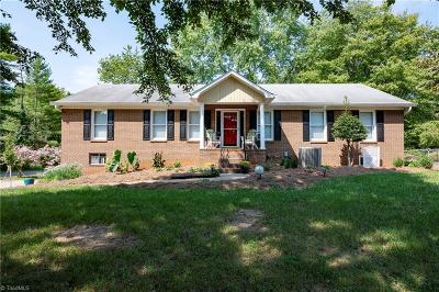 Clemmons NC Single Family Home For Sale: $229,900