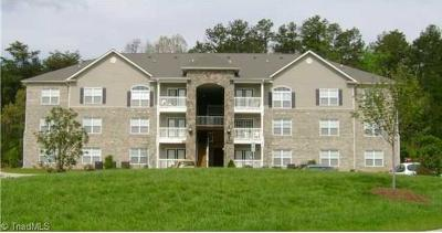Greensboro Condo/Townhouse For Sale: 7102-103 W Friendly Avenue