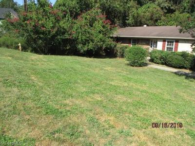 Winston Salem Single Family Home For Sale: 3939 Beacon Drive