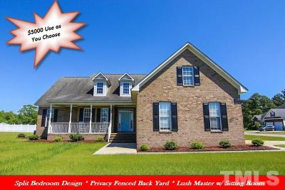 Single Family Home For Sale: 101 Davelin Place