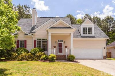 Holly Springs Single Family Home For Sale: 105 Clay Ridge Way