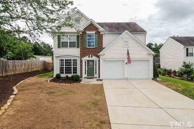 Apex Single Family Home Contingent: 104 Hearthside Court
