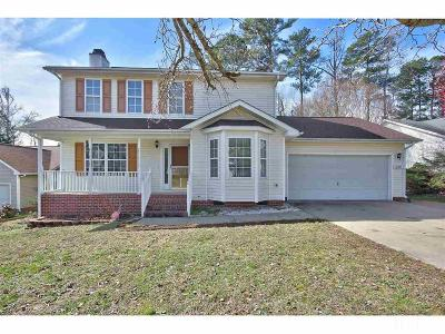 Apex Single Family Home Pending: 2209 Oak Stream Lane