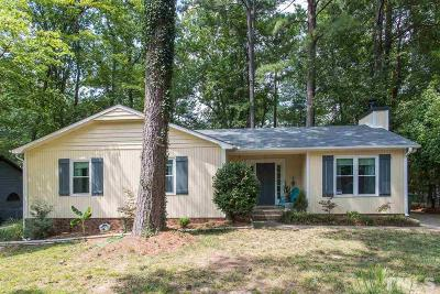 Cary Single Family Home For Sale: 102 Honeysuckle Lane
