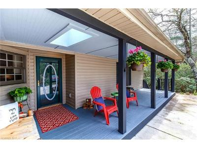 Brevard Single Family Home For Sale: 1012 Kanasgowa Drive
