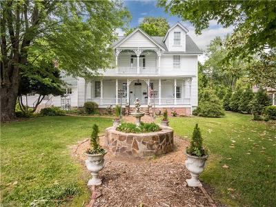 Hendersonville Single Family Home Under Contract-Show: 813 5th Avenue W