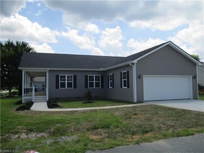 Single Family Home For Sale: 402 Sassafras Drive #46