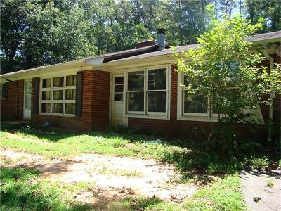 Single Family Home For Sale: 750 Hoppy Tom Hollw Road