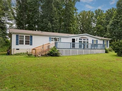 Hendersonville Manufactured Home For Sale: 94 Peaceful View Trail