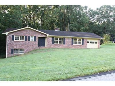 Hendersonville Single Family Home For Sale: 200 Whispering Hills Drive