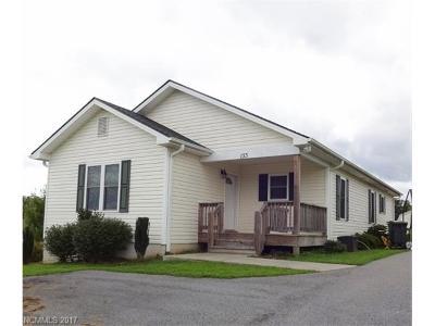 Hendersonville Single Family Home For Sale: 133 Wild Rose Drive